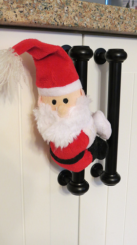 サンタのぬいぐるみを取ってにつけてみる