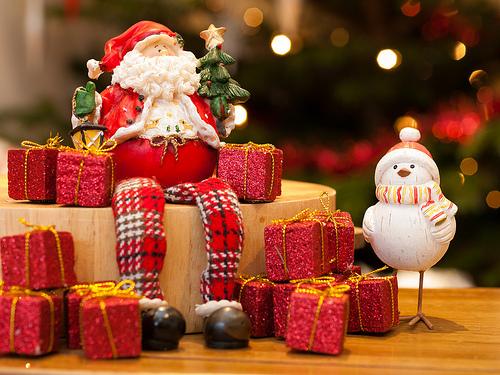 サンタクロースとスノーマンの置物